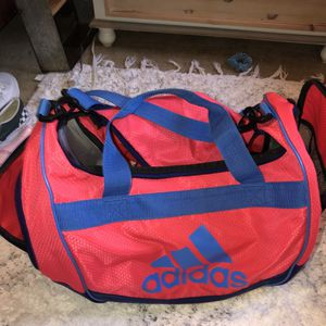 Adidas duffle bag for Sale in Modesto, CA