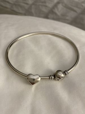 Chamilia Charm Bracelet with a heart charm for Sale in Las Vegas, NV