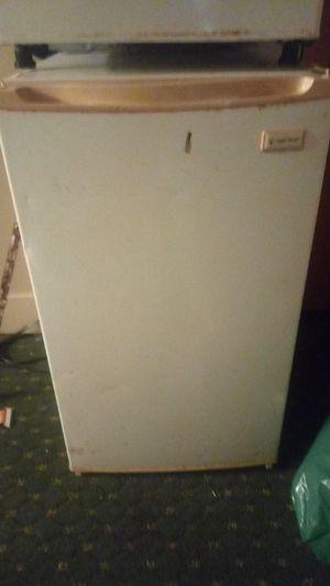 Magic Chef Mini fridge for Sale in Saint Albans, WV