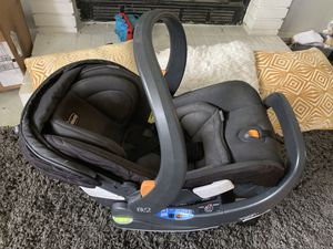 Chicco Infant & Toddler Car Seat for Sale in Fontana, CA