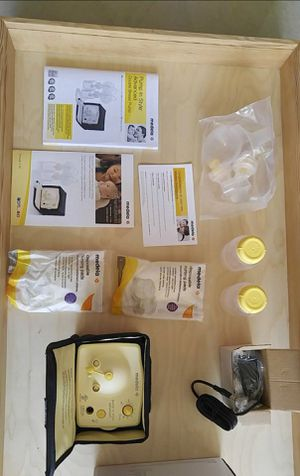 MEDELA DOUBLE BREAST PUMP + FREE BABY BOTTLES for Sale in Los Angeles, CA