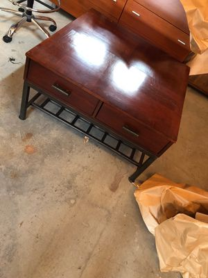 Beautiful contemporary coffee table for Sale in Puyallup, WA