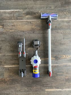 Dyson v7 Hepa (all attachments and charger) for Sale in Seattle,  WA