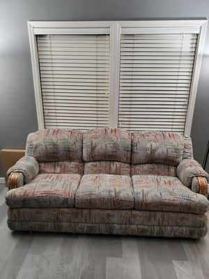3 cushion couch sofa for Sale in Wilsonville, OR