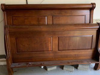 Queen Sleigh Bed for Sale in Hillsboro,  OR