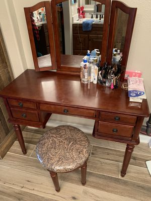 Makeup vanity for Sale in Redlands, CA