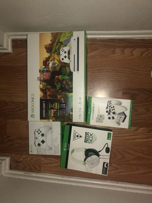 Xbox one s and accessories for Sale in Sylmar, CA
