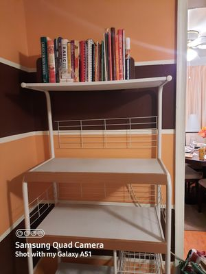 Microwave / Bakers Rack for Sale in Fort Washington, MD
