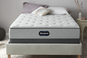 """Beautyrest BR800 QUEEN SIZE 12"""" MEDIUM MATTRESS WITH BOX SPRINGS NEW IN PLASTIC DELIVERED BUT NEVER USED for Sale in Washington, DC"""