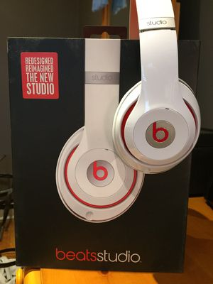 Beats headphones (Wired) for Sale in Brooklyn, NY