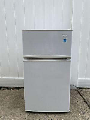 Refrigerator/Freezer 3.1 cu. ft. Avanti RA3106WT for Sale in Kenilworth, NJ