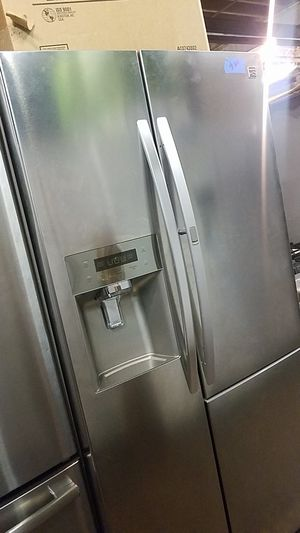 Lg side by side refrigerator excellent condition for Sale in Baltimore, MD