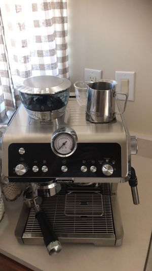 DeLonghi Espresso machine with milk frother/Steamer for Sale in Fort Wayne, IN