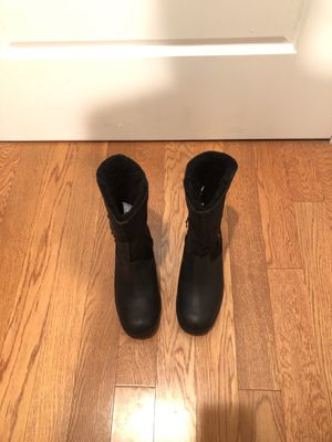UGGs, genuine leather & sheepskin, ladies, black boots, Size 6 for Sale in Rockville, MD