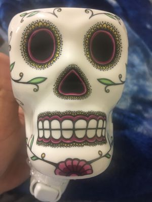 Calavera Scentsy electric plugin wax warmer with wax bars for Sale in Linden, NJ