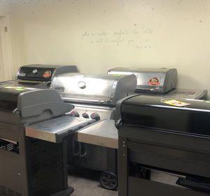 BBQ Grill Liquidation JFL5T for Sale in San Antonio, TX