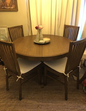 Wood Round / Oval Table, Seats 6 for Sale in Downey, CA
