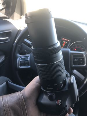 Canon T5 with 75-300mm Lens - Bag Battery and Charger included for Sale in Houston, TX