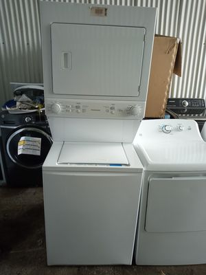 Stackable Frigidaire washer and dryer for Sale in San Antonio, TX