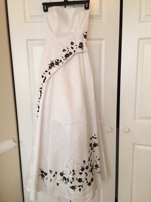 Wedding/Prom Dress Size 2-4 for Sale in Manassas, VA