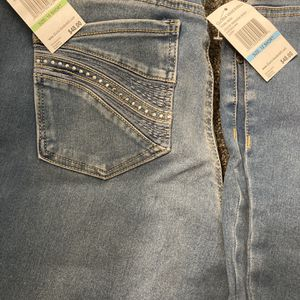 BEST OFFER !! WAS $92!! BRAND NEW WITH TAGS DESIGNER GLORIA VANDERBILT DENIM STRETCH PULL ON JEANS METAL STUDDED POCKETS for Sale in East Providence, RI