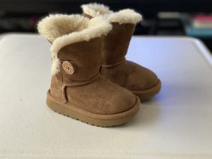 UGG Toddler Boots (SIZE 6) for Sale in Centreville, VA