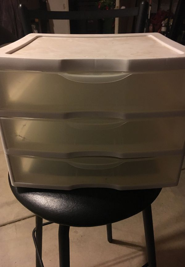 Small 3 drawer plastic container used $3