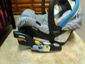 Chicco car seat w/base for Sale in Wilkes-Barre, PA