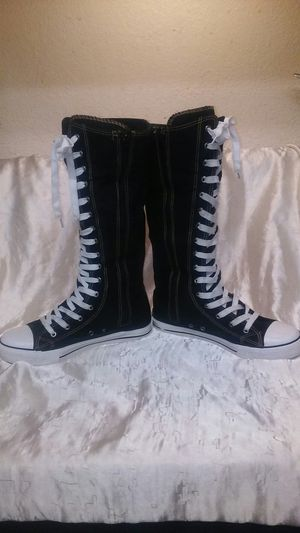Women's Black High Tops Size 9 With Side Zippers in Very Good Condition Only Wore a few times for Sale in Modesto, CA