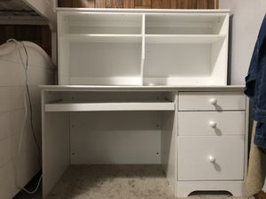White desk 3 drawers & hutch for Sale in Buena Park, CA