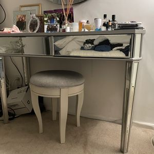 Mirrored Vanity And Stool for Sale in Los Angeles, CA