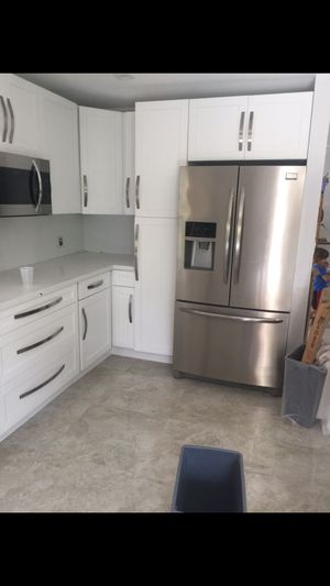Kitchen cabinets and granite for Sale in Miami, FL