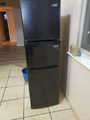 Big mini fridge with freezer/mini fridge for Sale in Fresno, CA