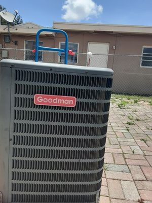 Goodman condenser unit r410 refrigerant in excellent condition for Sale in Hialeah, FL