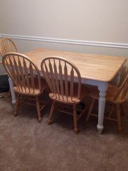 Dining Table And Chairs for Sale in Hendersonville,  TN
