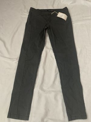 NEW JUNIOR GRAY LEVIS SIZE 7 for Sale in Fontana, CA
