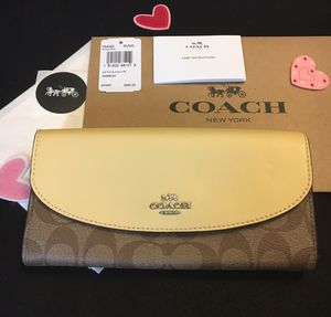 NWT COACH SLIM ENVELOPE WALLET. SIGNATURE C KHAKI VANILLA LEATHER. COMES WITH COACH BOX COACH TISSUE COACH STICKER for Sale in Miami, FL