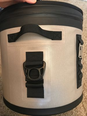 Cooler Bag Portable Large Beach Cooler 20L Insulated Leak & Waterproof High Ice Retention Pack Cooler for Sale in Fremont, CA