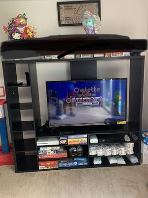 TV stand/Entertainment Center for Sale in Woodbridge, VA