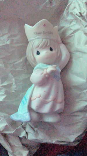 Precious moments queen porcelain doll for Sale in Los Angeles, CA