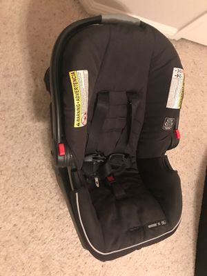 Graco car seat snugride 35 with car base for Sale in Round Rock, TX