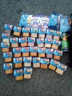 Four big 32 oz Similac advance with 40 Gerber second stage baby food for Sale in Lynnwood, WA