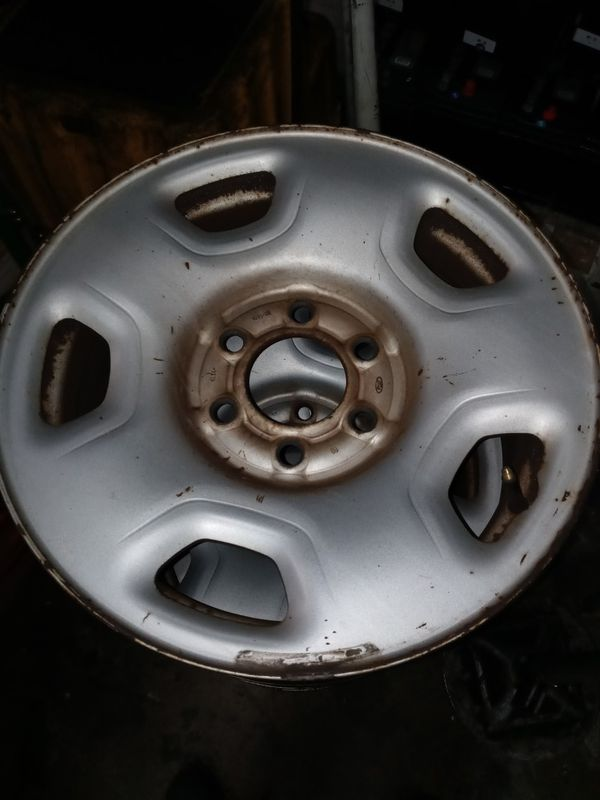 4 17x7 ford wheels with 2 center caps