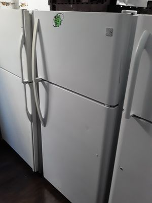 KENMORE WHITE TOP FREEZER 30 IN for Sale in Oceanside, CA