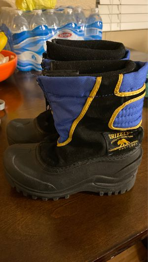 Young Kids snow shoes boots size 11 toddler for Sale in Torrance, CA