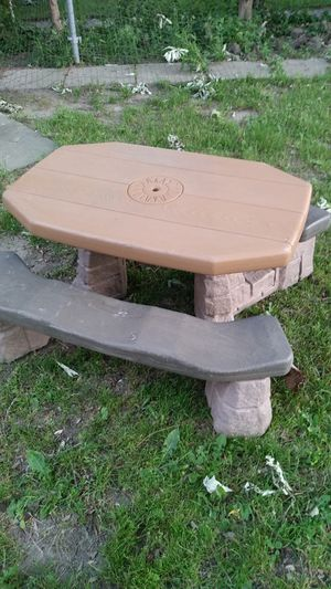 Kids table for Sale in Dearborn Heights, MI