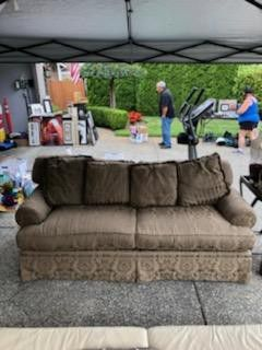 Tan Cloth Couch for Sale in Lynnwood, WA