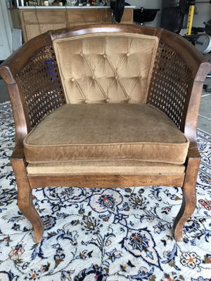 Beautiful accent vintage chair in excellent condition for Sale in Modesto, CA