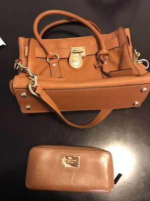 Michael Kors Purse and Wallet 220$ for Sale in Santa Monica, CA