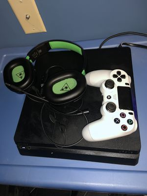 Ps4 slim with games, controller and headset for Sale in Enfield, CT